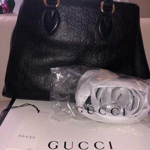 Gucci Lar Black Signature Leather Shoulder Bag
